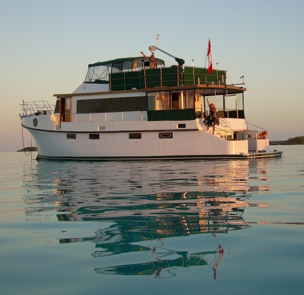"Boat Living : ""WE LEFT THE CORPORATE WORLD and LIVE ON A BOAT FULL TIME ..."
